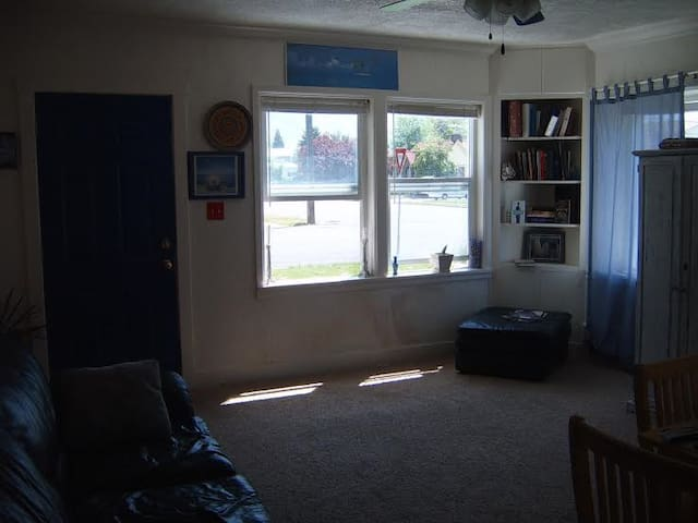 well situated  with world theme  charm - Provo - Apartamento