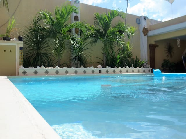 In-town Chelem Poolside Apartment! - Chelem - Daire