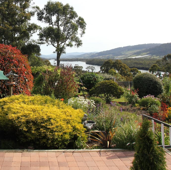 Hillside Bed & Breakfast Huon Valley Unrestricted views as far south as the Hartz Mountains