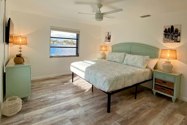 2nd master bedroom with unobstructed lake views