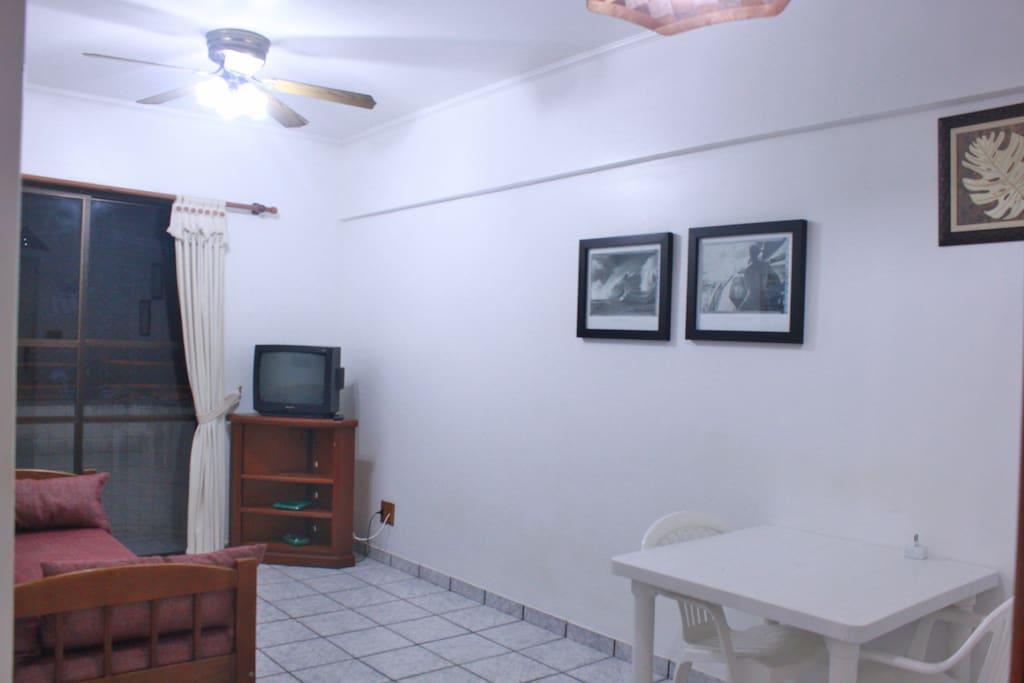 Sala com sofá bicama