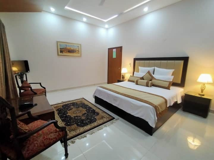 LUXURY GRAND ROOM WITH GARDEN TERRACE