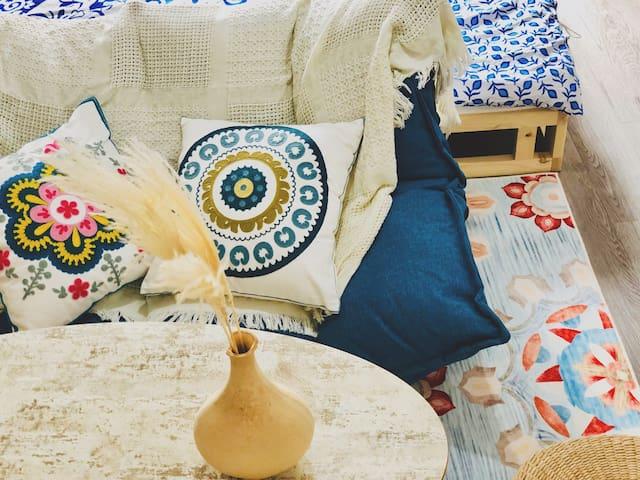 『织蓝』清新民族风|花果园购物中心白宫|巨幕投影|摄影师之家|密码入住|美食众多