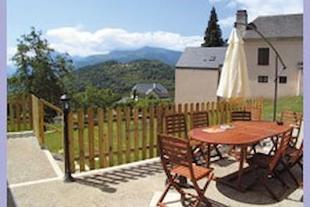 Chambres d'hotes LE BERIEROT - OUZOUS - Bed & Breakfast