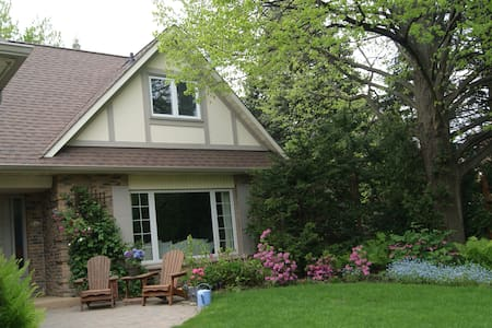 Greater Toronto B&B with Extras - Oakville