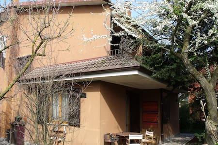 simpatica villetta brianzola - Campofiorenzo-California