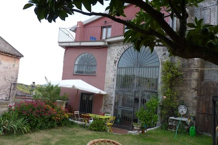 Room type: Entire home/apt Property type: House Accommodates: 7 Bedrooms: 5 Bathrooms: 3