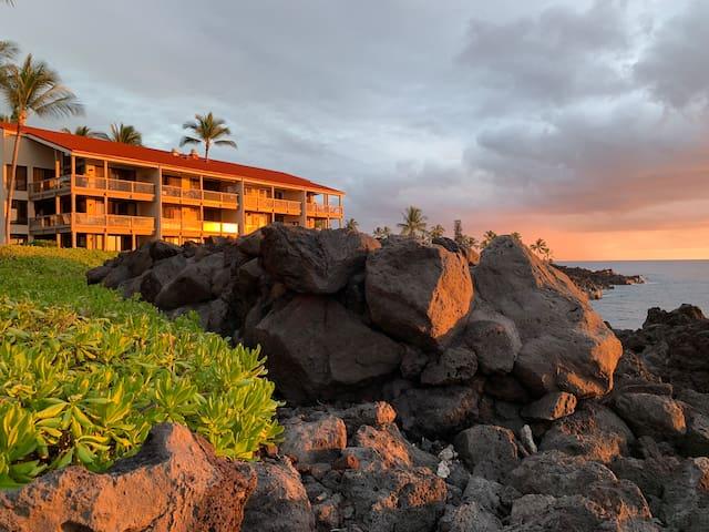 Keauhou Kona gorgeous, large 2br oceanfront resort