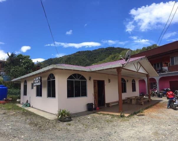 14PAX HOUSE