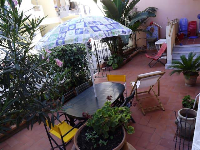 giardino/terrazzo attrezzato