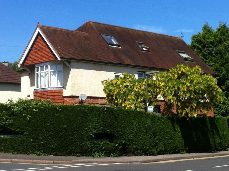 Pound Corner is a large comfortable and warm house 5 mins walk from Farncombe station