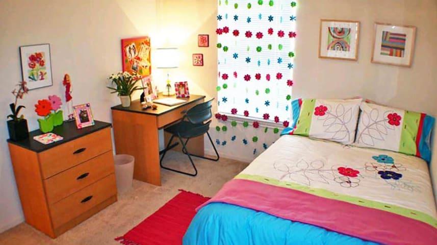 Cozy room nice clean near campus - Warrensburg - Appartement