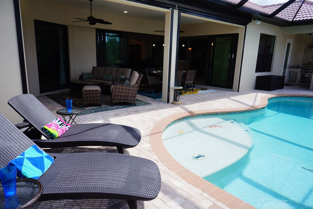 2 lounges and covered lanai