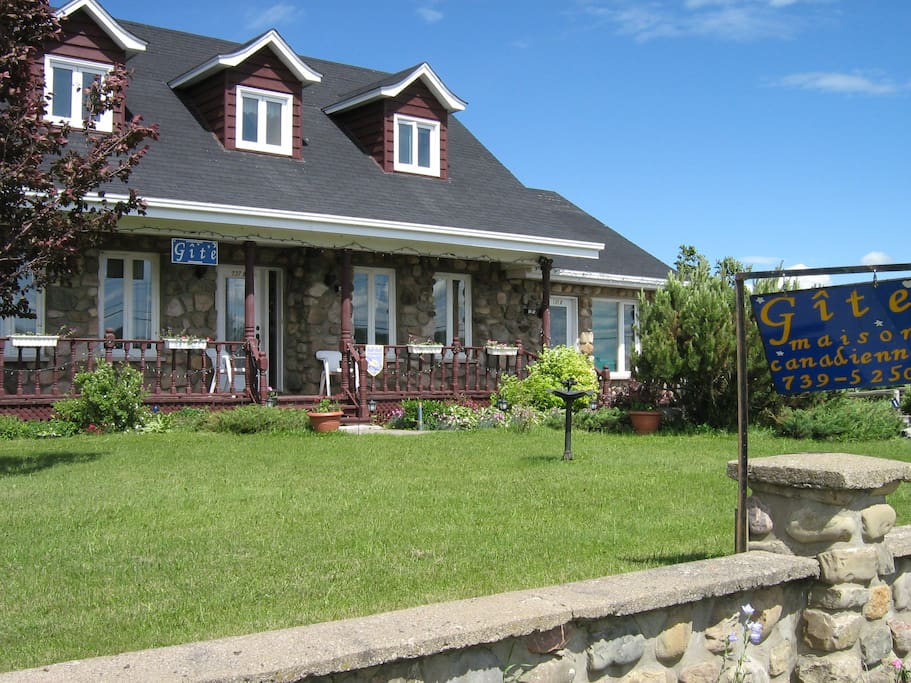 G te la maison canadienne 3 bed and breakfasts for for A la maison translation
