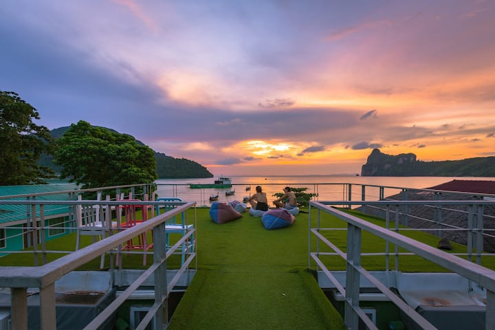 The Beacha Club 2, Phi Phi Island
