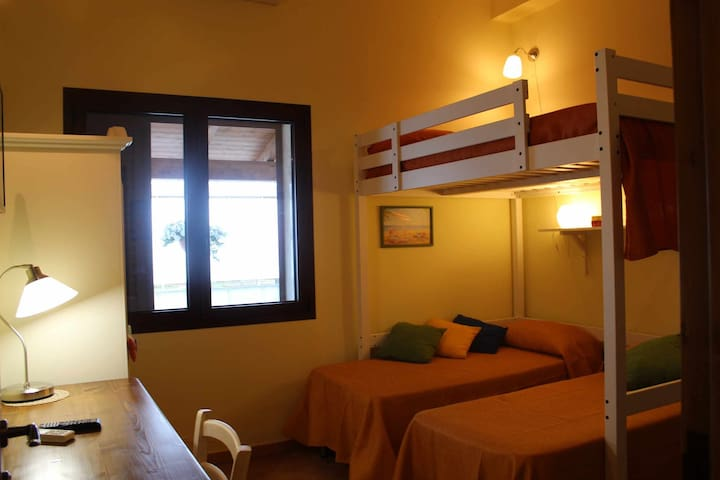 Triple room near the sea with breakfast included