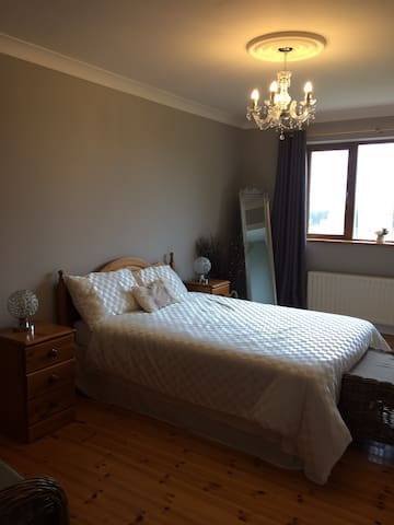 Moonfleet BnB Ensuite Bedroom (Breakfast included)