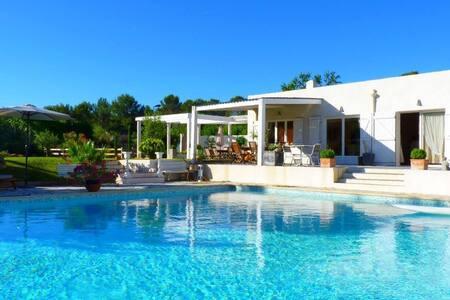 villa piscine d exception 25x10m et tennis privé, - Trans-en-Provence - Haus