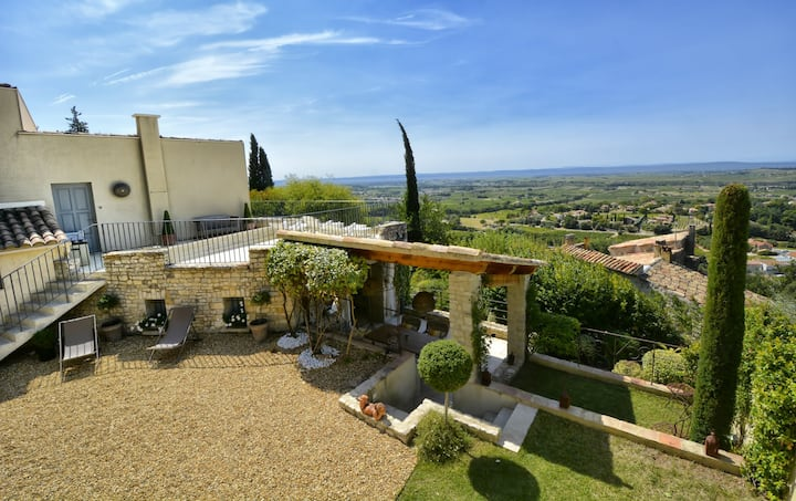 Seguret, cosy house with exceptional views