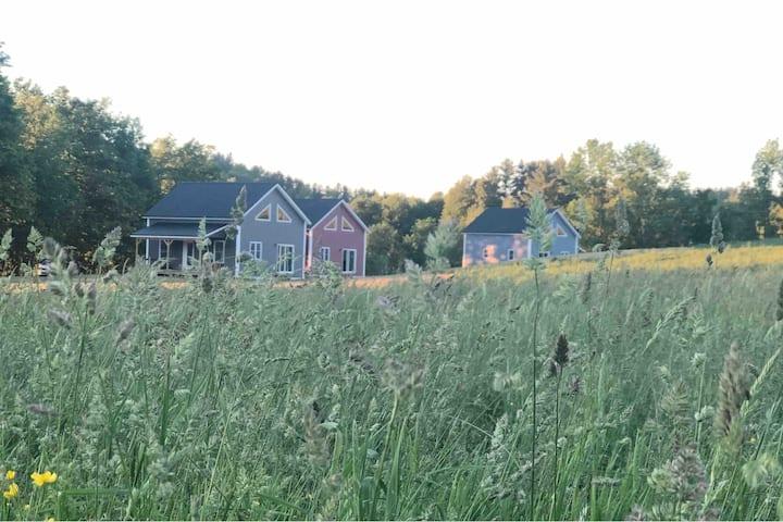 "Clover Meadow ""Farmhouse"" Cottage"