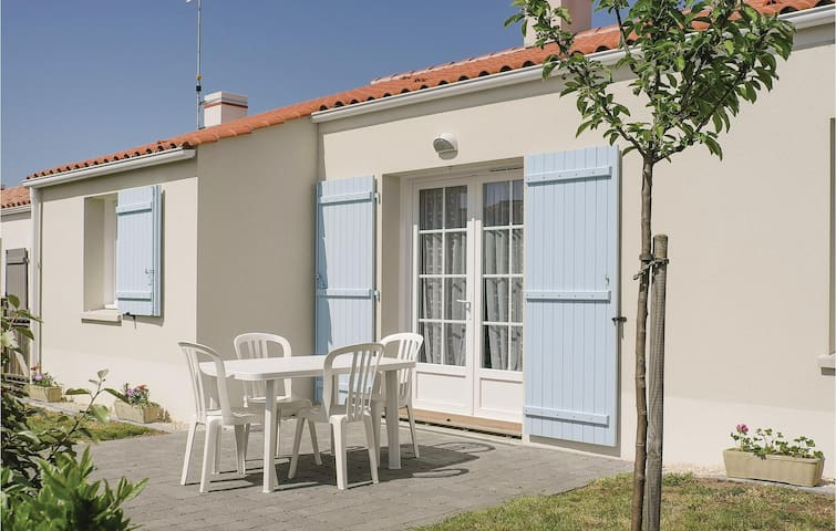 Semi-Detached with 3 bedrooms on 63m² in Longeville sur Mer