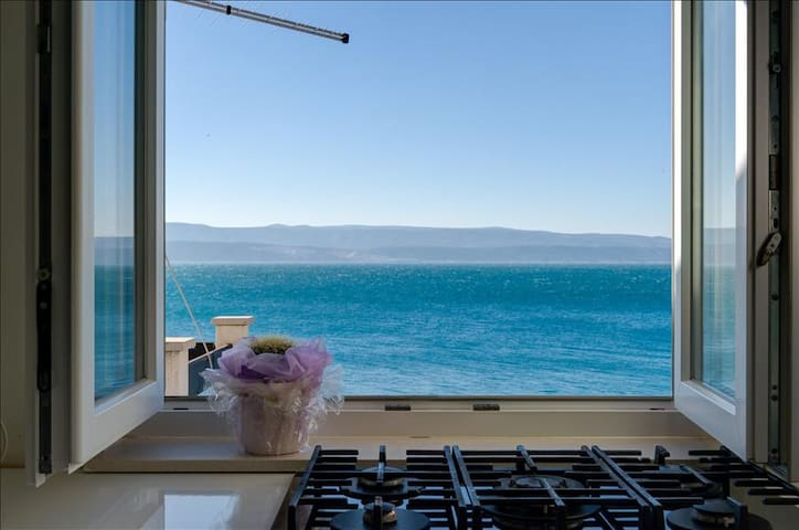 Studio mit Balkon wenige Meter vom Meer / Privatstrand entfernt