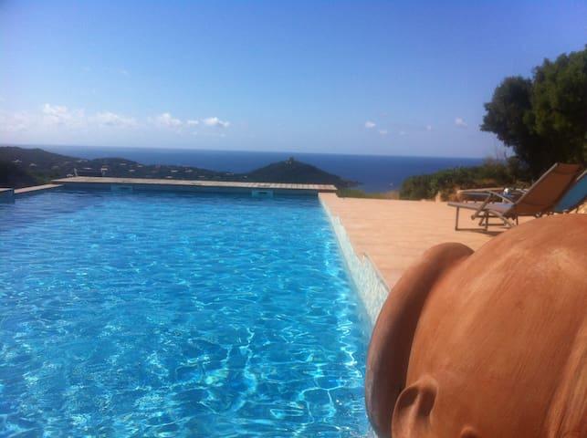 Mini villa vue mer avec piscine - Belvédère-Campomoro - Ev