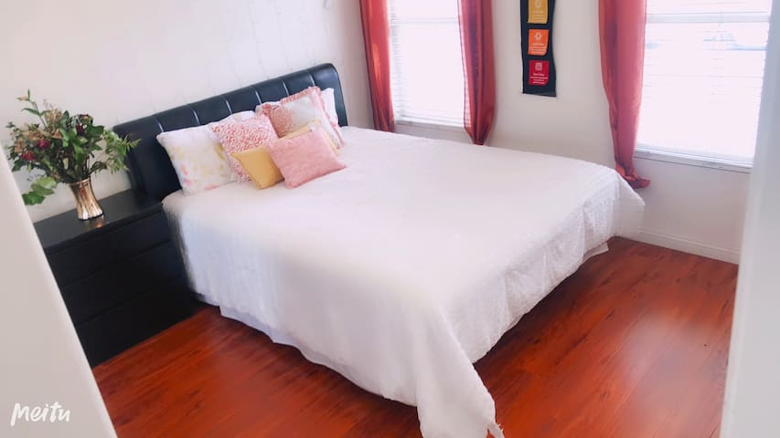 2.❊Comfortable & Warm Room❊Free parking 临近公园