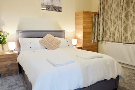 Three bedroom luxurious London home