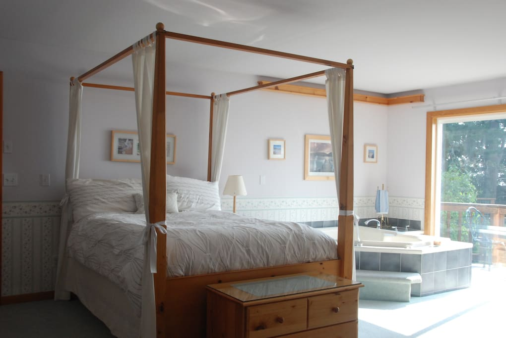Super comfortable four poster bed, jetted Jacuzzi for two, and a view. What more could you ask for?