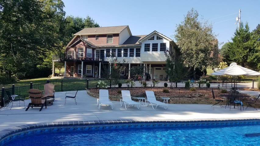 Your Cookeville Oasis.. off I-40 w/ Pool & Firepit
