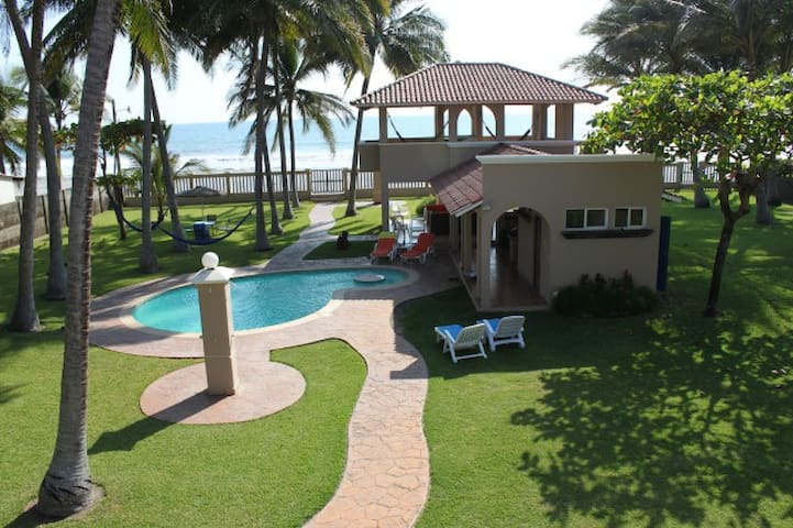 Breezy Beachfront House at Cangrejera Beach - La Libertad - House