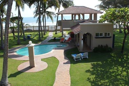 Breezy Beachfront House at Cangrejera Beach - Ház