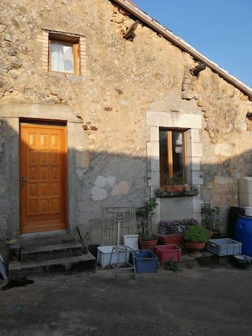 Petite Maison au calme dans cour commune