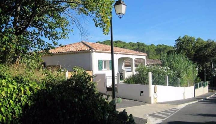 Tranquil Villa with  Private Pool, Aumes Sleeps 6