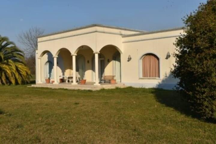 Casa de Campo en Estancias Benquerencia - Monte -