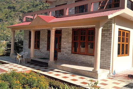 AKHIL FARM HOUSE for 4+Guests near Mandi Himachal