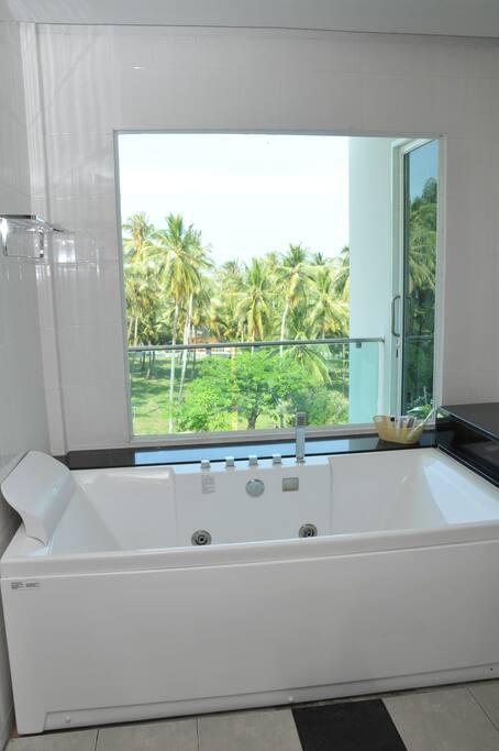 SPA tub (master bedroom)