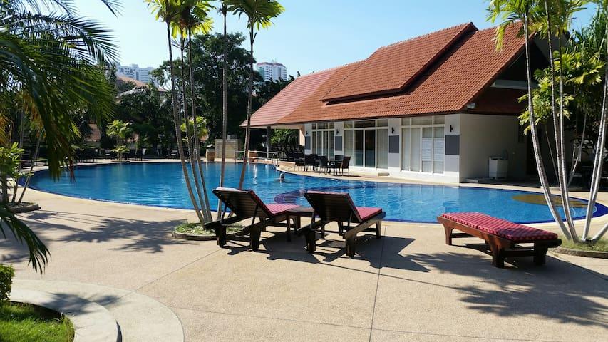 Central Jomtien 3 bed pool villa