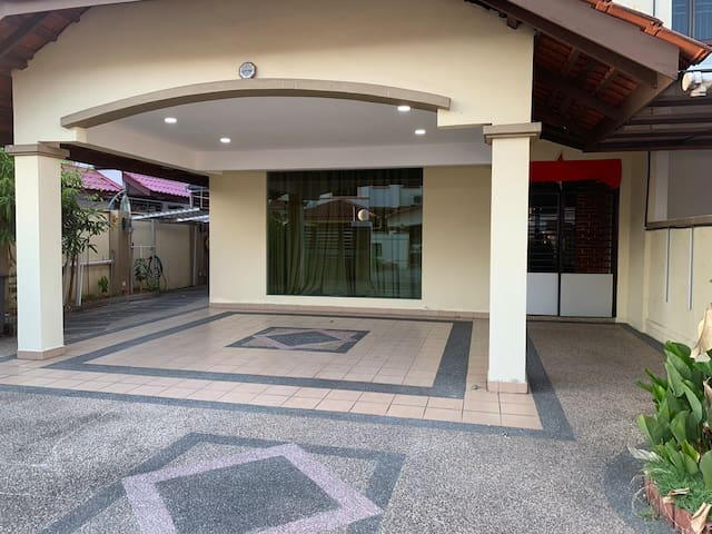 Share home stay(near Legoland and shopping mall)