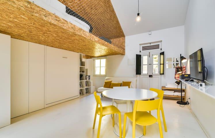 Modern 1BDR Mezzanine Studio, 5mins to tram28