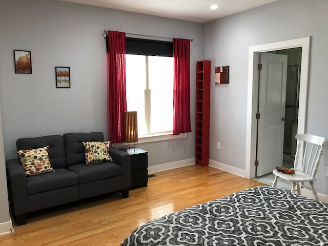 Everything: PARKING,JACUZZI,steps from Center City