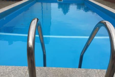 Ferienwohnung in ländlicher Gegend mit großem Pool