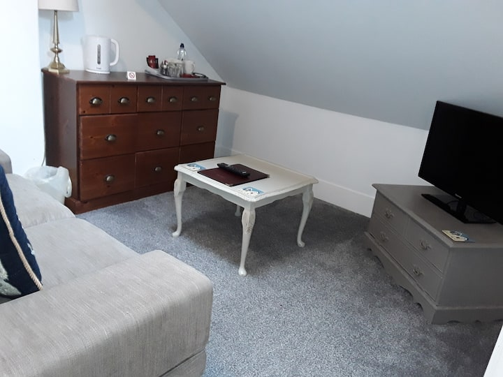 Family room-Family-Ensuite with Bath-Partial sea view-2 double beds R5