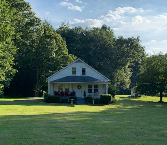 Laurel Creek Cottage in the heart of Country!