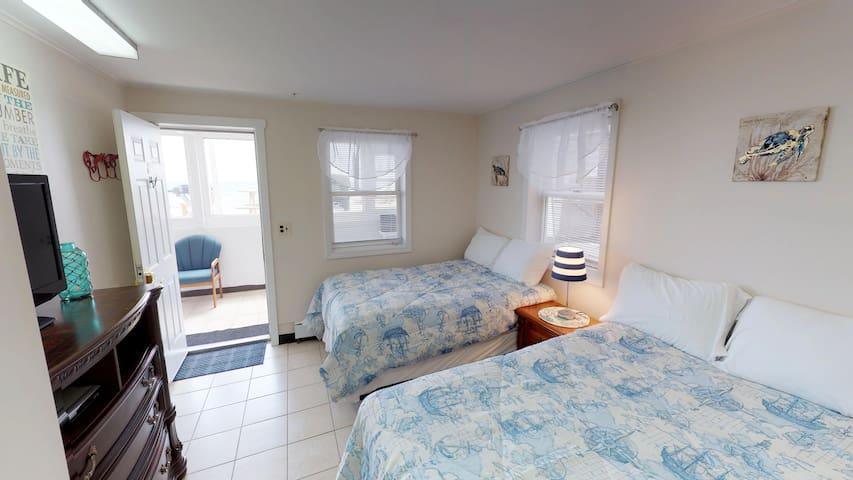 Ocean Front 1st Floor/sublevel Room! #19 Sleeps 4