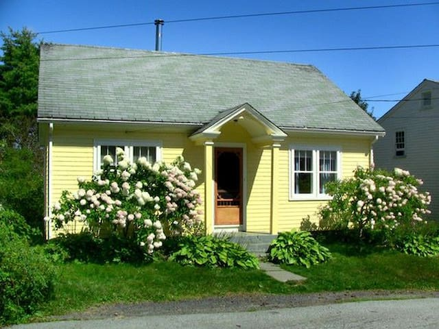 Charming Home in Old Town Lunenburg - Lunenburg - Haus