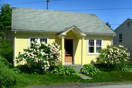Charming Home in Old Town Lunenburg - Lunenburg - Ház