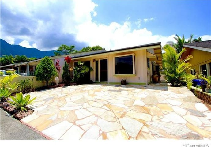 2 bedrooms in charming house with mountain view - Kaneohe - House