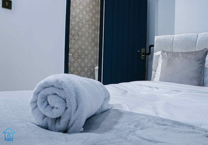 Single Bed Exclusive Ensuite with Shower